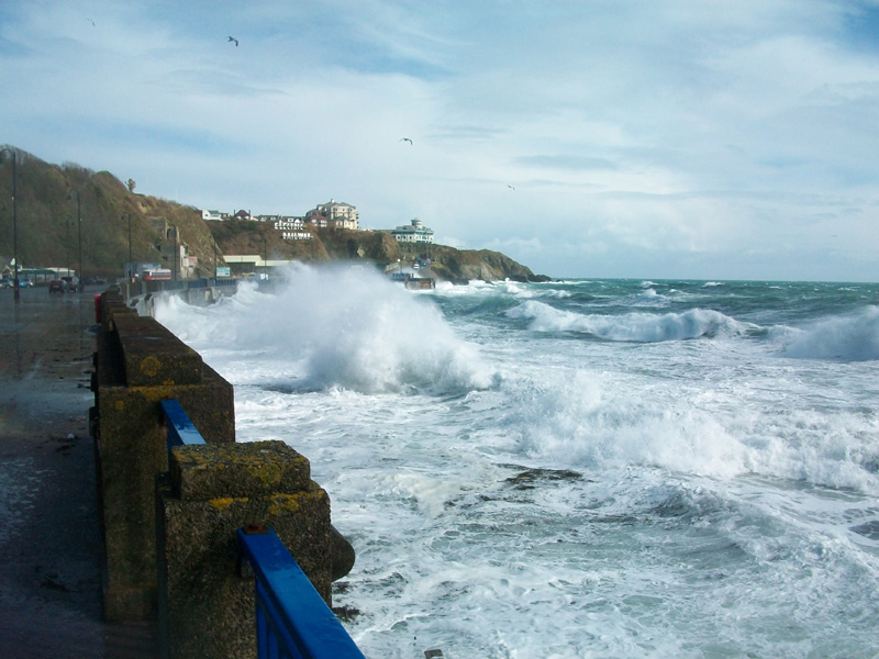 Stormy-seas-at-Douglas