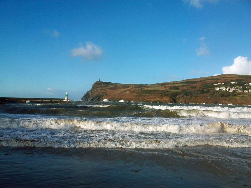 Waves-rolling-in-to-Port-Erin-beach