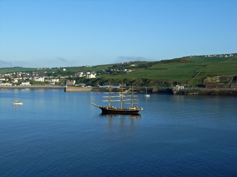 Image of tall sailing boat visiting Port Erin bay